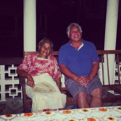 The old Samoan woman and her distant relative