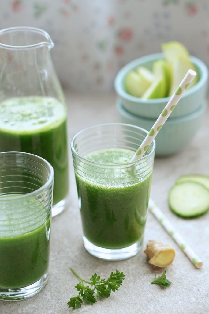 Green Detox Smoothie {HFE}