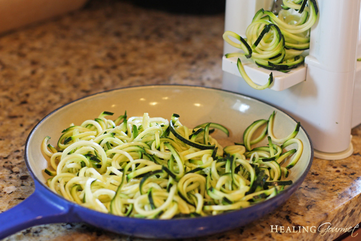 Make zoodles for chicken alfredo
