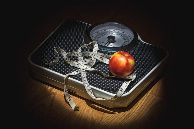 ダイエット、体重、断食