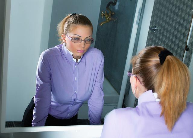 鏡、自分、向き合う