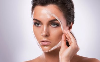 dermatologists-cant-believe-she-used-this-to-erase-her-wrinkles-123