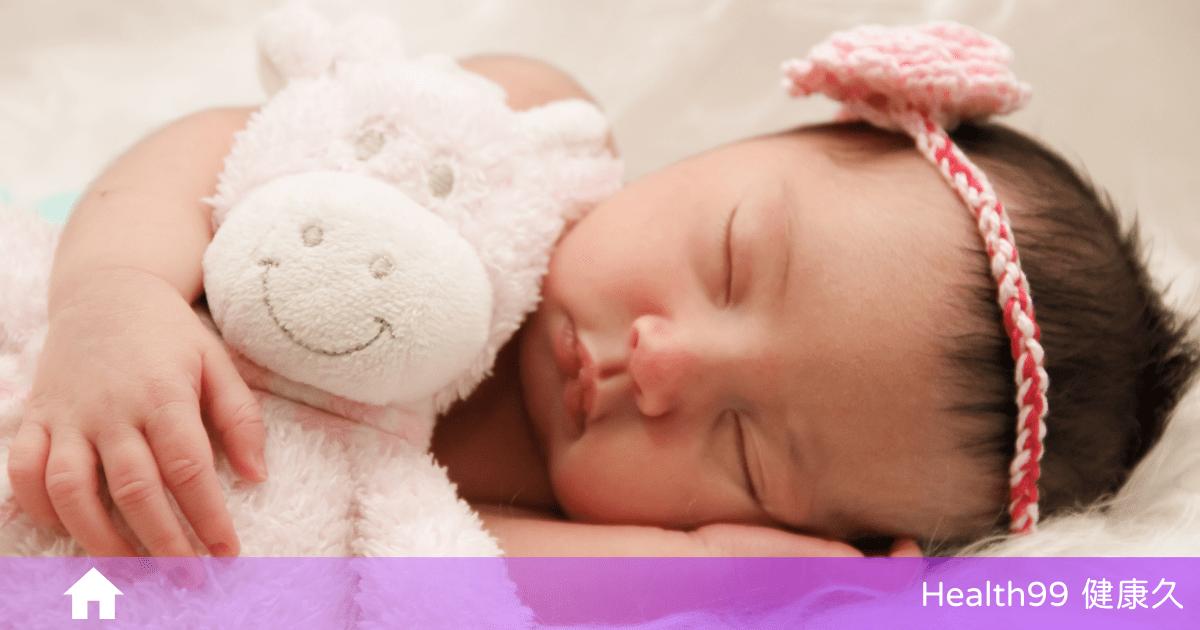 Read more about the article 【育兒知識】嬰兒睡覺知多少?3月側睡、6月平躺、9月趴睡、1歲隨便睡!