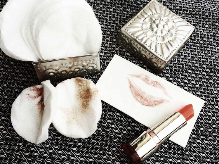Make-up, Lippenstift und Abschminkpads