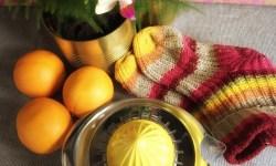 Erkältung vorbeugen z.B. mit dicken Socken für warme Füße und Vitaminen aus Orangen healthandthecity.de