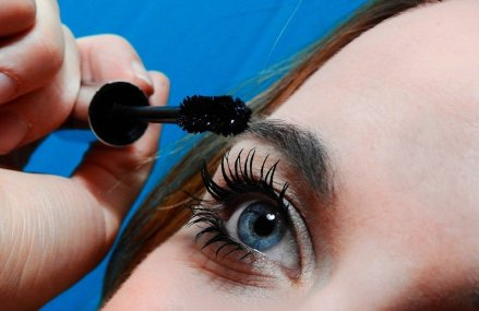 3 Guaranteed Ways to Get Longer and Fuller Lashes