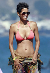 Halle-Berry-Bikini-Arm-Workout