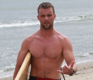 jesse-spencer-shirtless-beach-09122011-lead-350x300