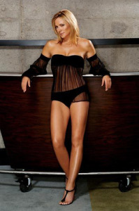kim-cattrall_celebrity-body-shapes-love