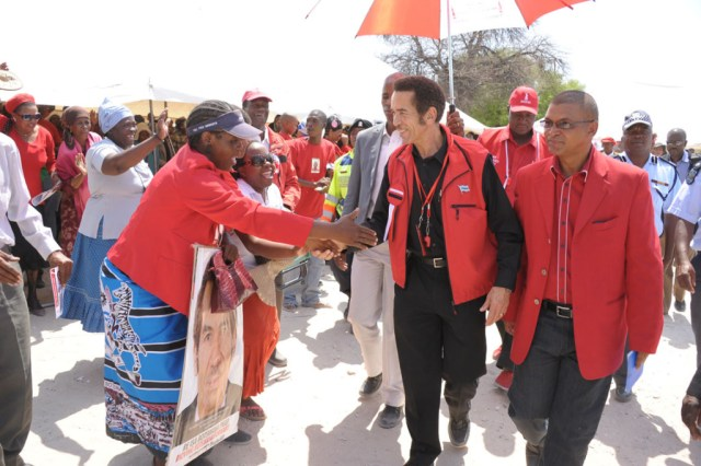 29-09-2014-khama-implores-residents-to-vote-bdp-into-power-1411986048_image_main14837