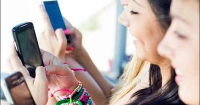मोबाइल के अधिक इस्तेमाल से हो सकती हैं कई खतरनाक बीमारियां, रिपोर्ट में हुआ खुलासा
