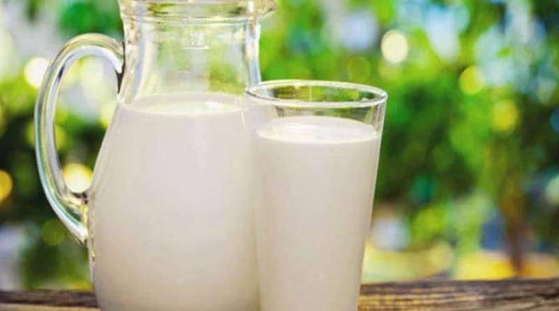 मर्द रोजाना दूध में डालकर पिएं ये चीज, 7 दिन में दिखाई देगा चमत्कार