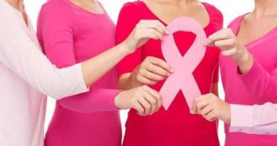 भारत में 8 में से 1 महिला स्तन कैंसर से पीड़ित, जानें इसके लक्षण, बचाव और इलाज के बारे में