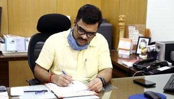नव-नियुक्त आयुक्त जनसम्पर्क डॉ. सुदाम पी. खाडे ने किया कार्यभार ग्रहण