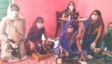 ग्रामीण महिलाओं का शिवशक्ति स्व-सहायता समूह भी बना रहा है सेनेटाइजर और मास्क