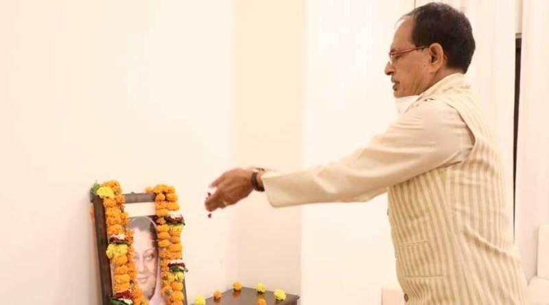 मुख्यमंत्री श्री चौहान ने राजमाता श्रीमती विजयाराजे सिंधिया को दी श्रद्धांजलि