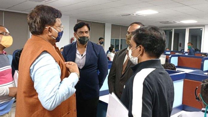 ऊर्जा मंत्री श्री तोमर ने पूर्व क्षेत्र विद्युत वितरण कम्पनी, जबलपुर के कॉल सेंटर (निदान) का निरीक्षण किया