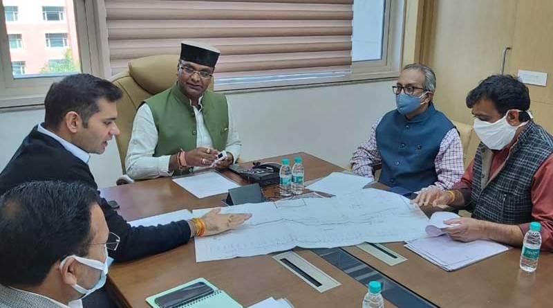 चिकित्सा शिक्षा मंत्री श्री सारंग की भोपाल डीआरएम के साथ बैठक