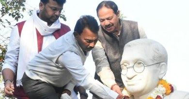 जल संसाधन मंत्री श्री सिलावट ने पं. दीनदयाल उपाध्याय की प्रतिमा पर माल्यार्पण किया