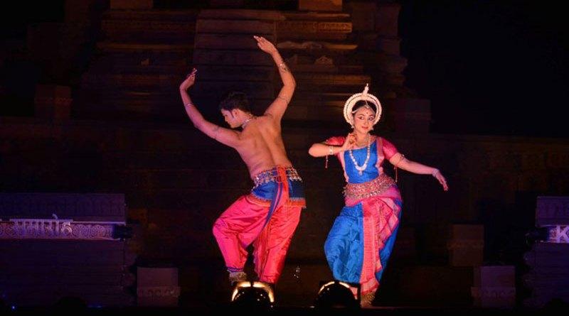 खजुराहो नृत्य समारोह का चौथा दिन ओडिसी युगल नृत्य से शुरू हुआ
