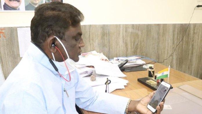 उपचार करने और करवाने में उदासीनता नहीं बरते चिकित्सा अधिकारी