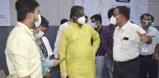 स्वास्थ्य मंत्री डॉ. चौधरी ने कोविड कमांड कंट्रोल सेंटर का निरीक्षण किया