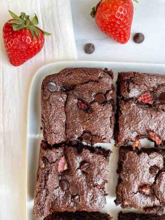 Gooey Paleo Strawberry Brownies (vegan, gluten-free, grain-free) - recipe by Healthful Blondie