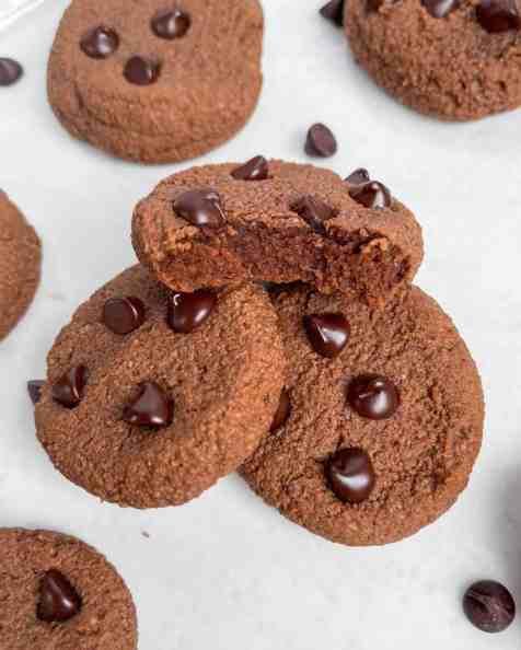 Best fudgy grain free chocolate fudge cookies. Recipe by Healthful Blondie.