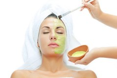 xaloe-vera-facial-mask-woman.jpg.pagespeed.ic.Cqror-c1sq