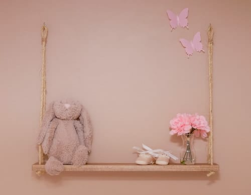 This DIY swing shelf is so easy to make! It would be great in any room of the house, including a nursery or kids room. Use it for stuffed animals, flowers, trinkets, etc.