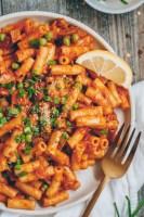 creamy vegan roasted red pepper pasta
