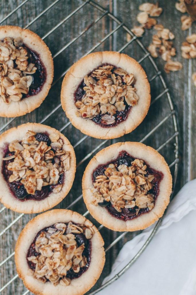 mixed berry crumble tarts