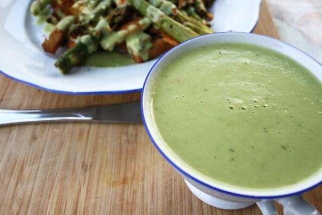 Gesunde Sauce Hollandaise: Avocadosoße mit Hollandaise-Geschmack