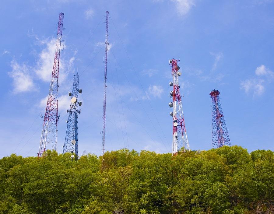 Κεραίες και πύργοι κινητής τηλεφωνίας