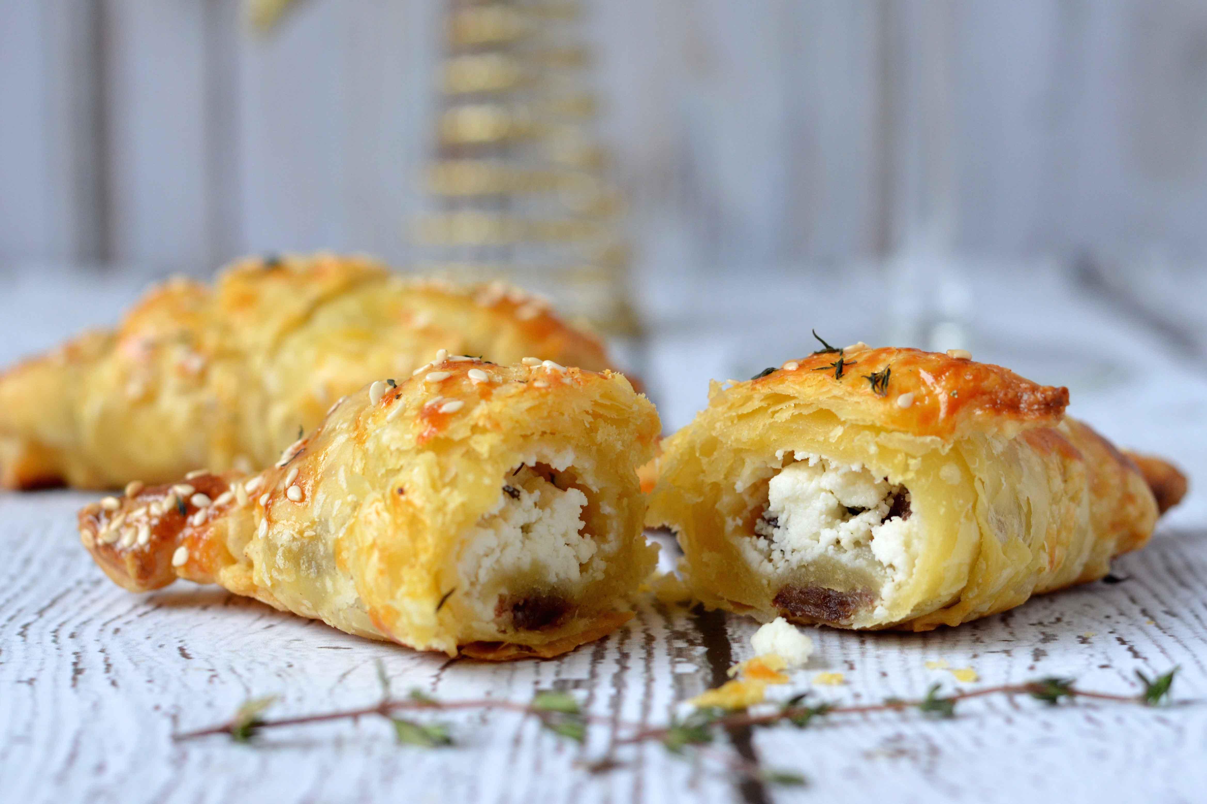 bladerdeeg croissant geitenkaas dadels tijm