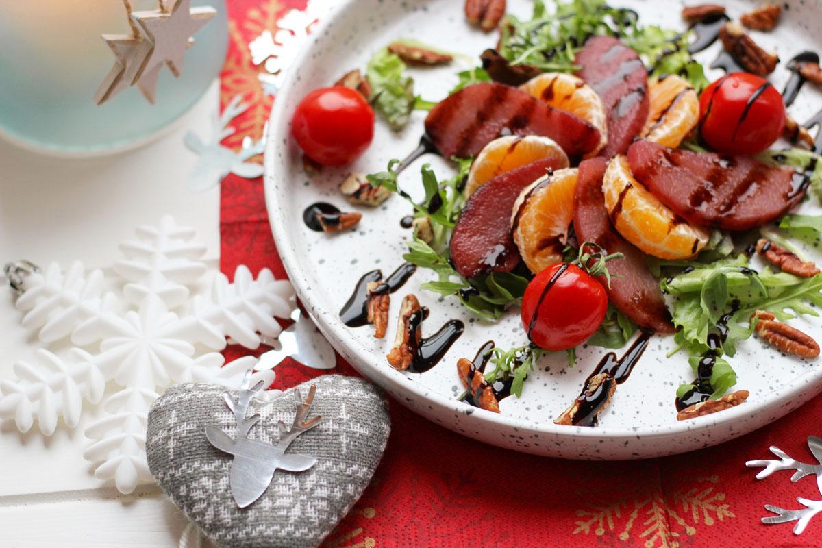 salade met stoofpeertjes mandarijn en pecannoten.
