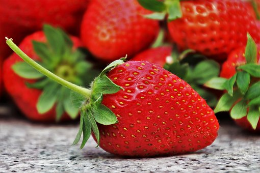strawberries-3359755__340