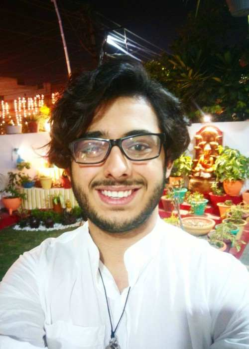CarryMinati Height Weight Age Body Statistics Healthy