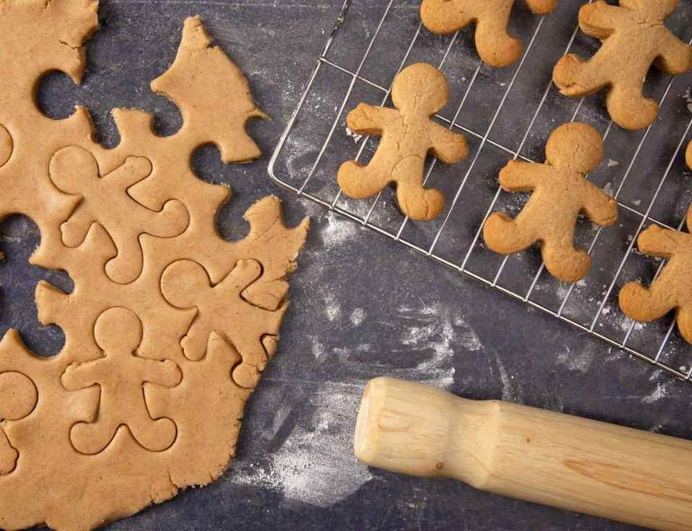 20 Old Fashioned Christmas Traditions to Recapture the Magic