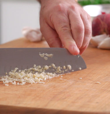 Chopping Garlic (Best way to take garlic)