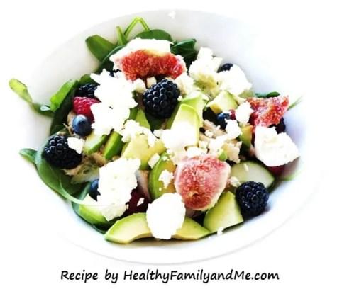 Avocado chicken salad. Easy and healthy summer salad. #summersalad #avocadochickensalad #salad