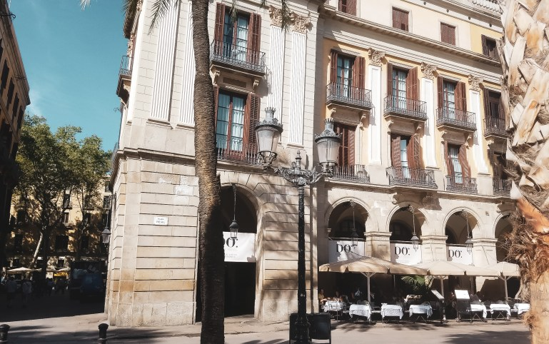 "Our Post Cruise Stay at Hotel DO: Plaça Reial<span class=""rating-result after_title mr-filter rating-result-2890"" >	<span class=""mr-star-rating"">			    <i class=""fa fa-star mr-star-full""></i>	    	    <i class=""fa fa-star mr-star-full""></i>	    	    <i class=""fa fa-star mr-star-full""></i>	    	    <i class=""fa fa-star mr-star-full""></i>	    	    <i class=""fa fa-star mr-star-full""></i>	    </span><span class=""star-result"">	5/5</span>			<span class=""count"">				(4)			</span>			</span>"