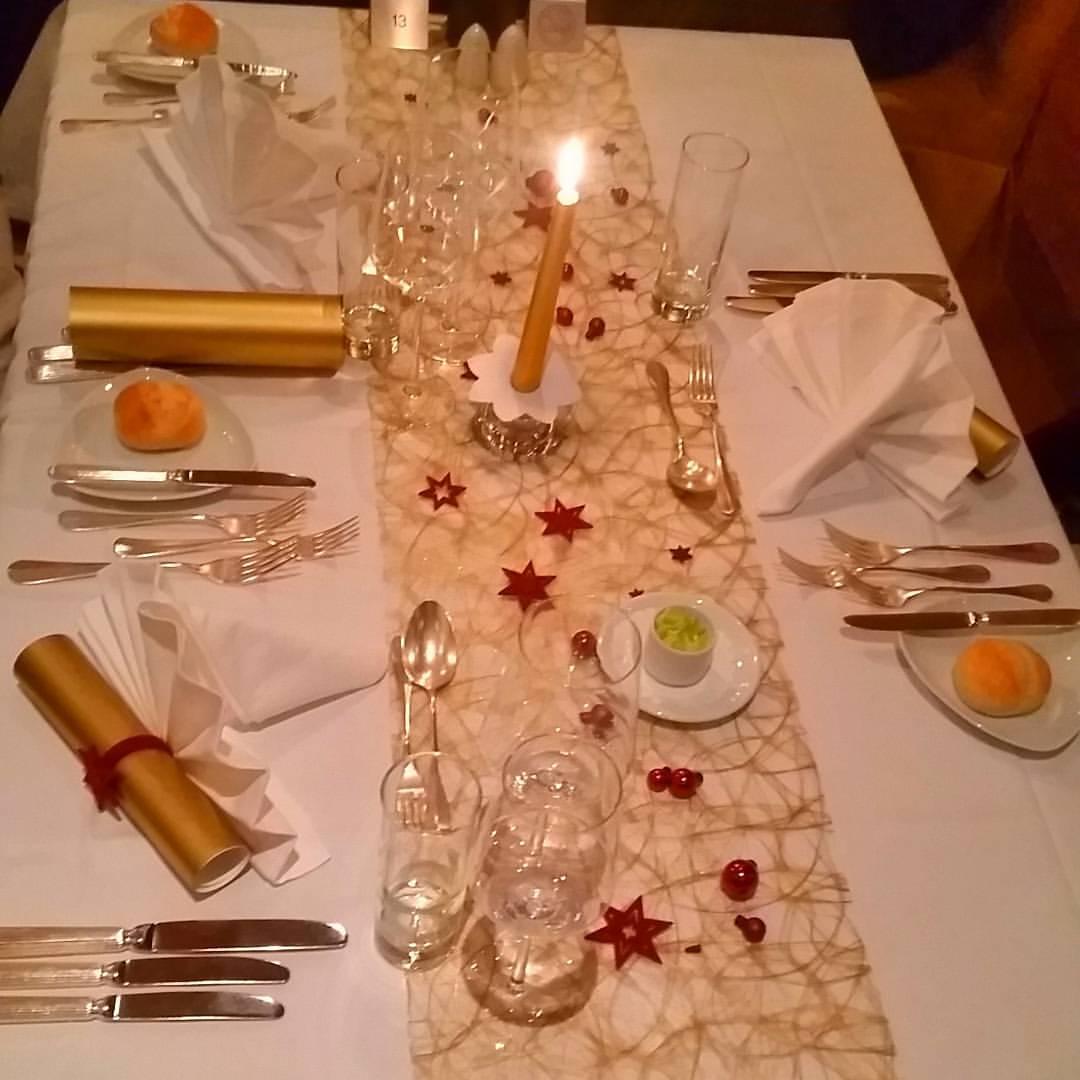 christmas dinner setting, belvedere hotel