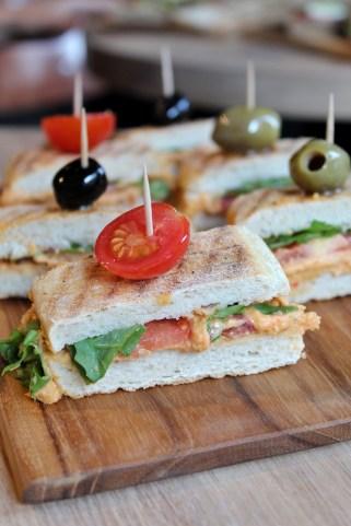 Mr. Morris sandwich met hummus