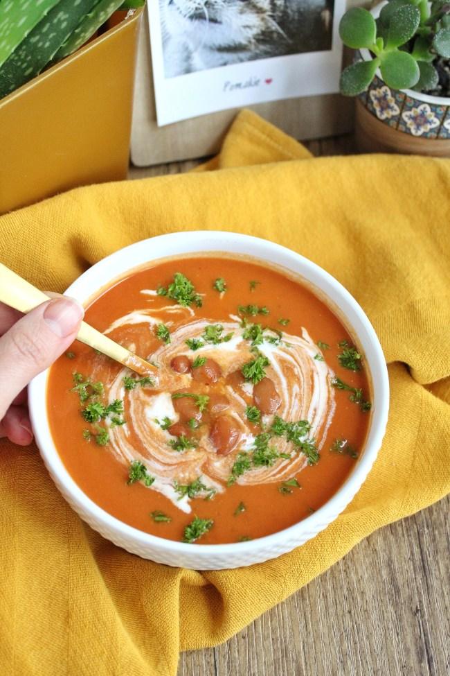 Pittige pompoen tomatensoep met bruine bonen 2