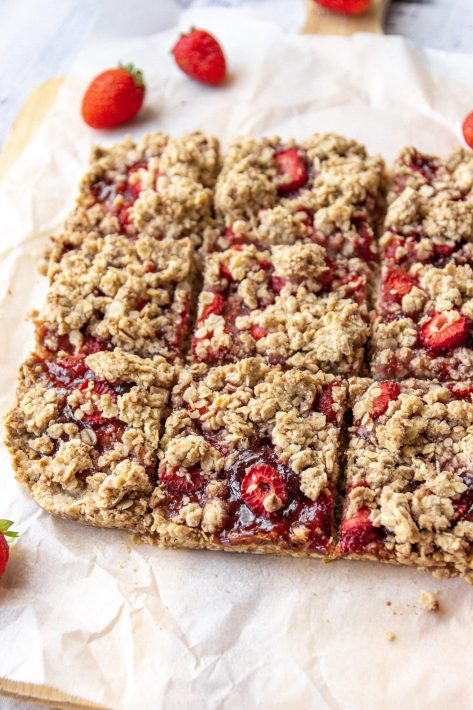 vegan strawberry oat crumble slice