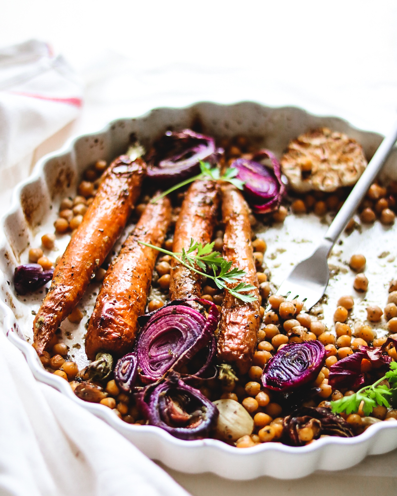 Perfectly roasted carrots with onion and chickpeas | Healthy Goodies by Lucia