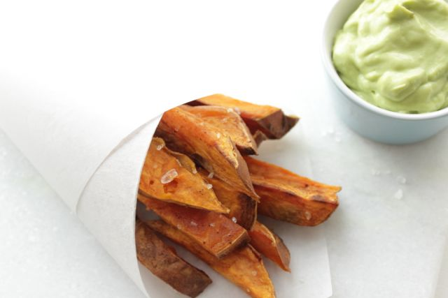 sweetpotato fries with avocado mayonnaise - www.healthyhappysteffi.com
