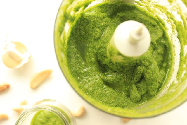 basil pesto with brazil nuts and cashews - vegan and gluten free - www.healthyhappysteffi.com