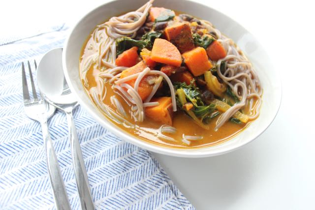 Veggie Curry with sweet potatoes - www.healthyhappysteffi.com